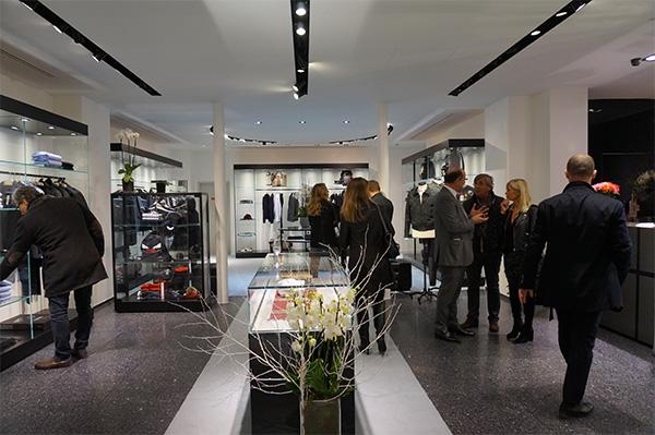 Quand le chic français rencontre l élégance italienne, cela donne 400 M2,  une boutique multi-marques de luxe dédiée aussi bien à la femme qu à  l homme. dbd0be56bfd