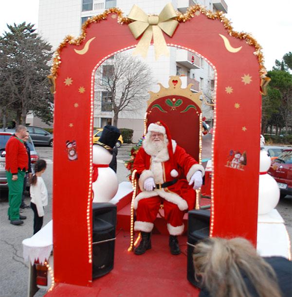 Tournée du traineau du père-Noël dans les quartiers