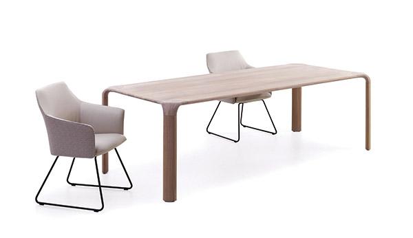 9. Table et fauteuil LEOLUX