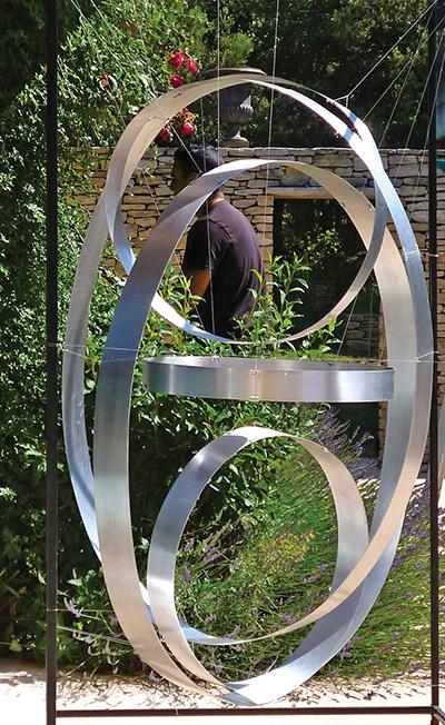 Sculpture silencieuse.©Jacques Salles. L'Isle-sur-la-Sorgue, 2015.