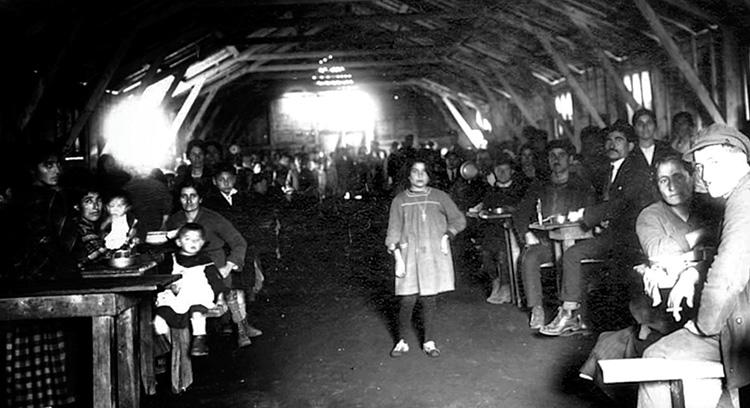 Réfugiés arméniens au camp Oddo à Marseille.