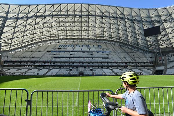 Les participants de Marseille vélotour édition 2015 au stade Orange Vélodrome