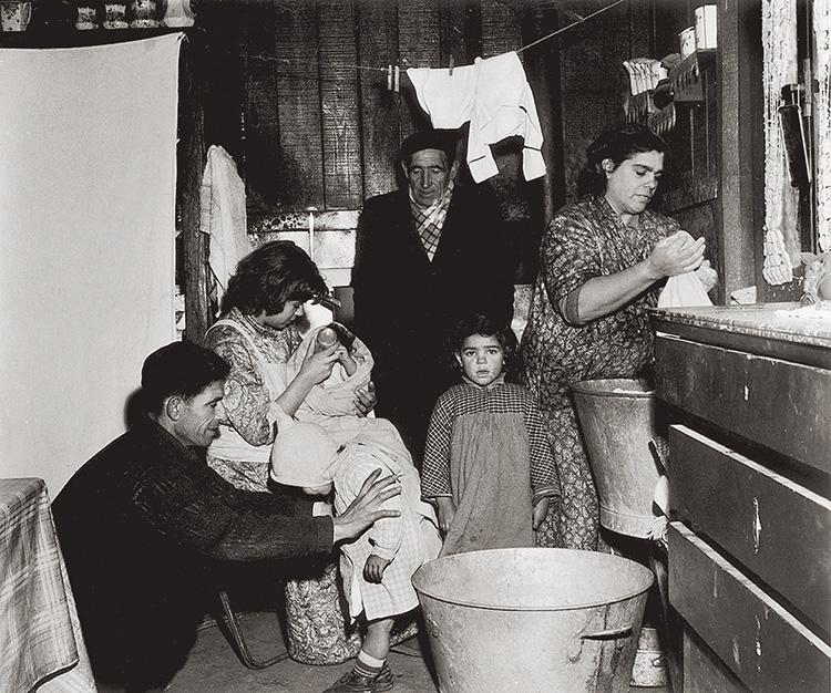 Une famille algérienne à Marseille en 1956.